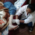 nurse treating a patient's leg, courtesy of Estar ao Seu Lado project